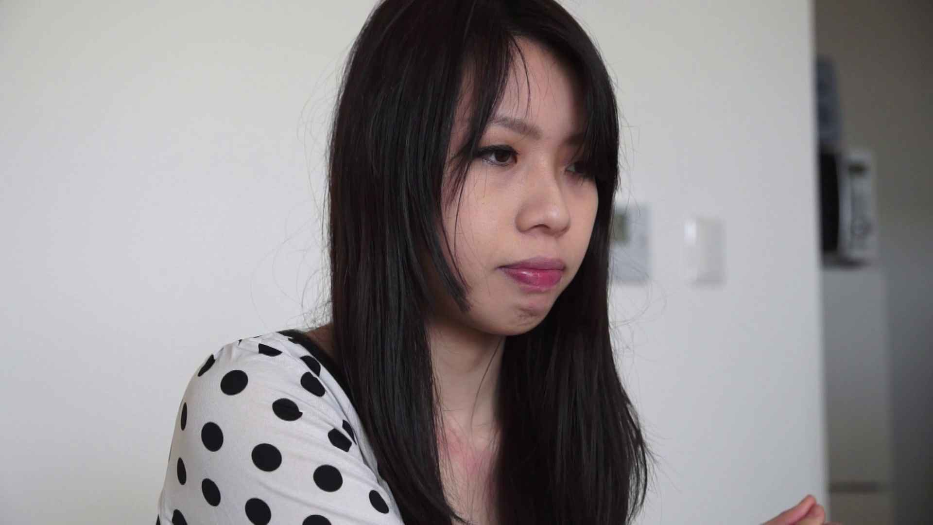 自宅で今回の出演までの経緯を語る志穂さん ドキュメント  65pic 20