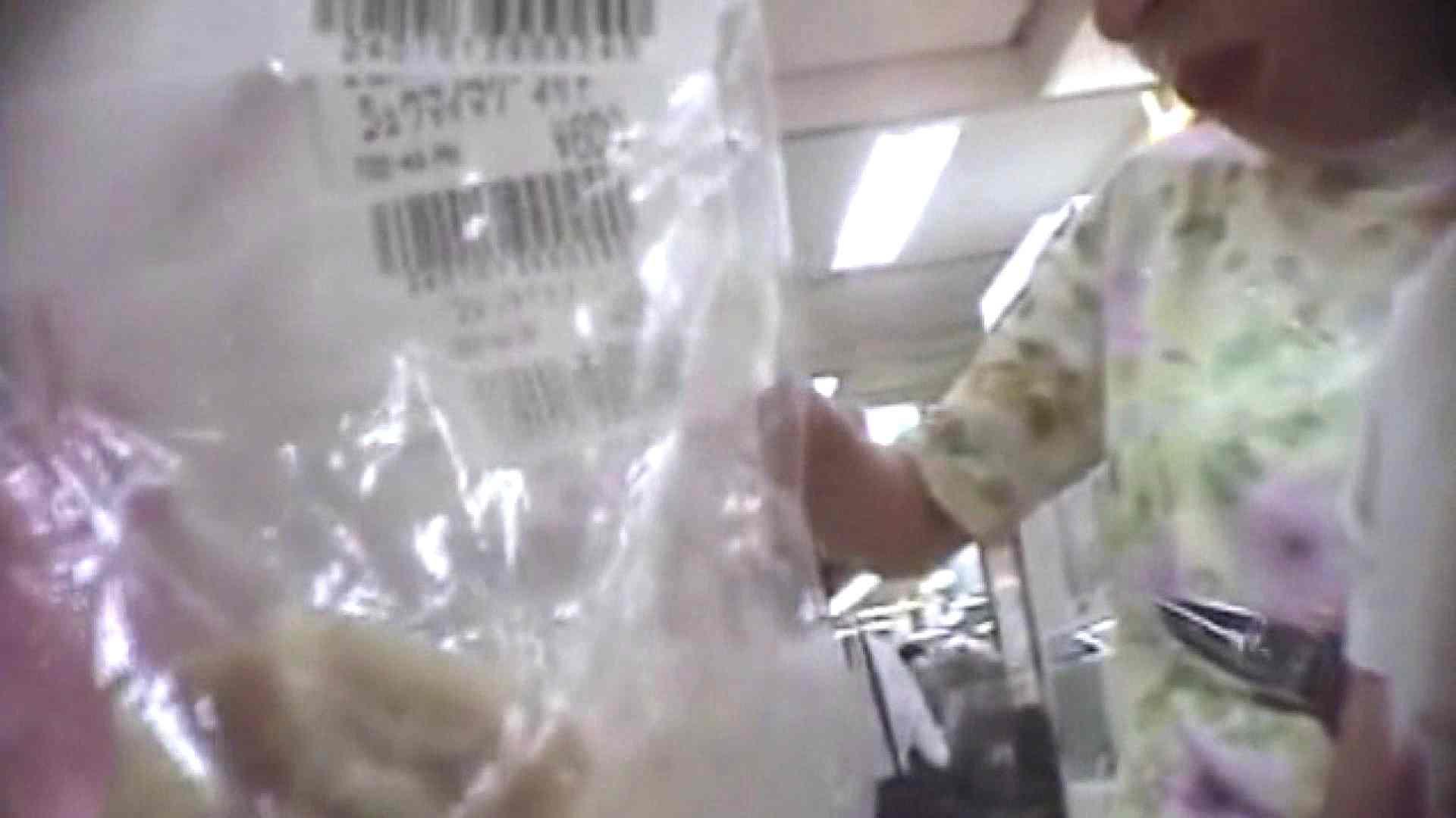 真剣に買い物中のgal達を上から下から狙います。vol.05 隠撮 エロ無料画像 48pic 45