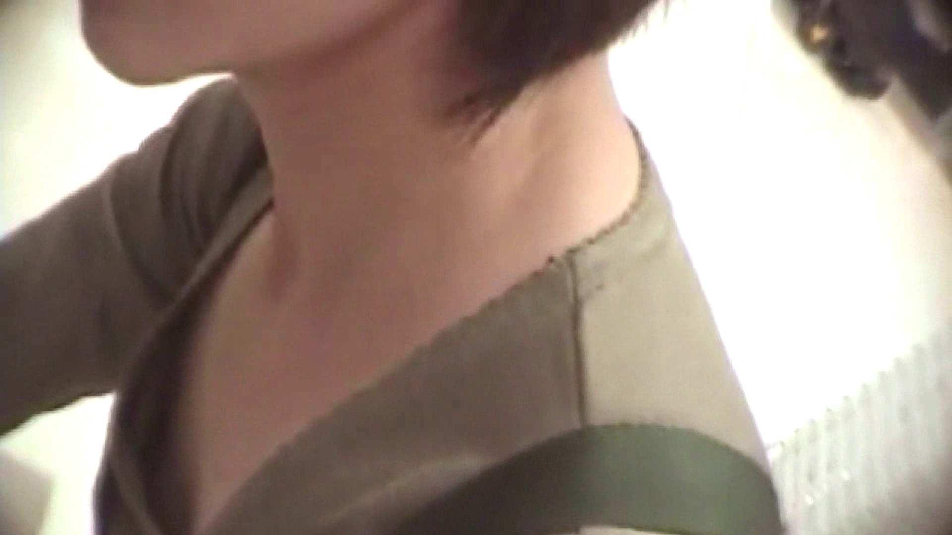 真剣に買い物中のgal達を上から下から狙います。vol.06 エッチなJK 盗撮動画紹介 89pic 17